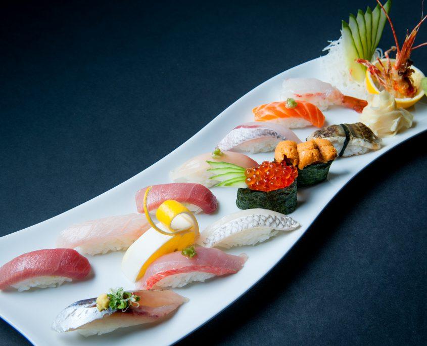 Osaka Japanese restaurant Tokujyo nigiri plate